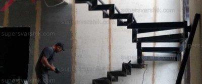 Сезонные скидки заказчикам металлического каркаса лестницы на второй этаж