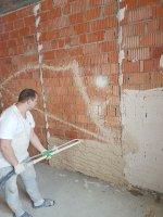 Высококачественное оштукатуривание стен - выравнивание по маякам с соблюдением геометрии (углы 90 градусов) с глянцеванием (не требует шпаклевания) до 2 см