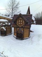 Резные домики для колодцев с ковкой.