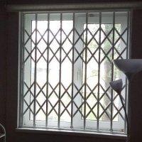 Решетка раздвижная на окно в проем 1500×1400 Одностворчатая оконная решетка