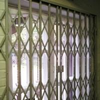 Установка раздвижных решеток GRAN из стальной полосы толщиной 4мм с полимерным покрытием на окна