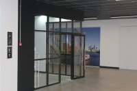 Монтаж стеклянных перегородок в офисе