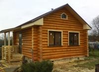 Дом дачный из бревна строганного. С установкой. Зимний лес.