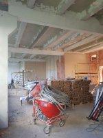 Простое оштукатуривание потолка – выравнивание по плоскости под правило до 1 см