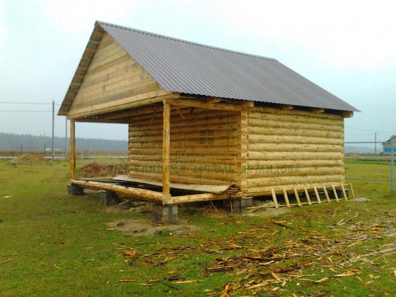 Сруб бани в лапу 4х6 с террасой 2м под общую двускатную крышу