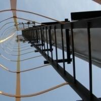 Лестница ТС стальная вертикальная с ограждением для прожекторных мачт ПМЖ