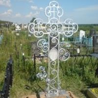 Кованый крест, ограда