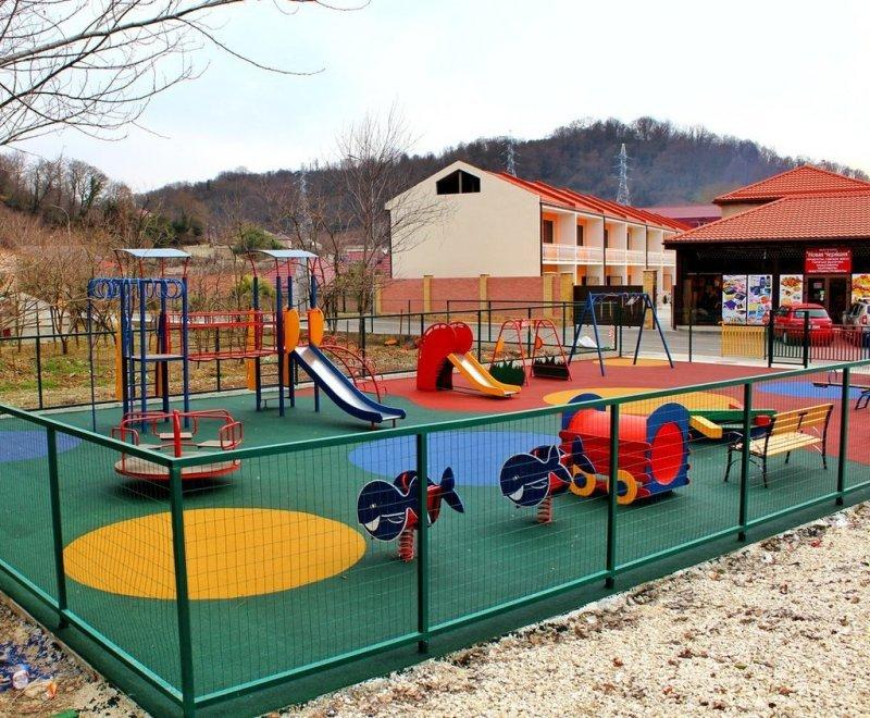 Безопасные, яркие резиновые покрытия для детских площадок