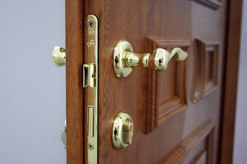 Замена замка в деревянной двери в Самаре