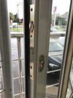 Установка замка в пластиковую дверь в Самаре