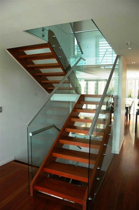 Красивые стеклянные лестницы и перила из стекла