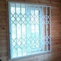 Решетки раздвижные на окна Одностворчатые оконные решетки