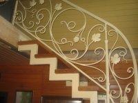 Лестницы с элементами ковки