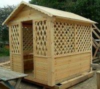 Столярные изделия из дерева и металла для дома и дачи в сборе.