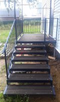 Крыльцо из металла, навес и лестница со ступенями из ДПК серии «Руза»