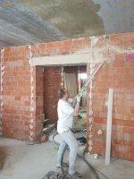 Улучшенное оштукатуривание стен - выравнивание стен по маякам в уровень до 1,5 см