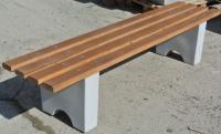 Скамейки  уличные, на  бетонных ножках.