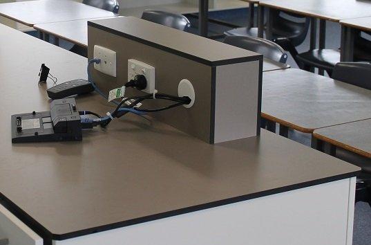 Столешницы для лабораторий и химических производств, гнутые монолит элементы hpl, форминг для мебели
