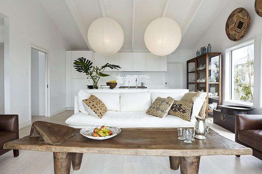 Деревянный столик в скандинавском стиле