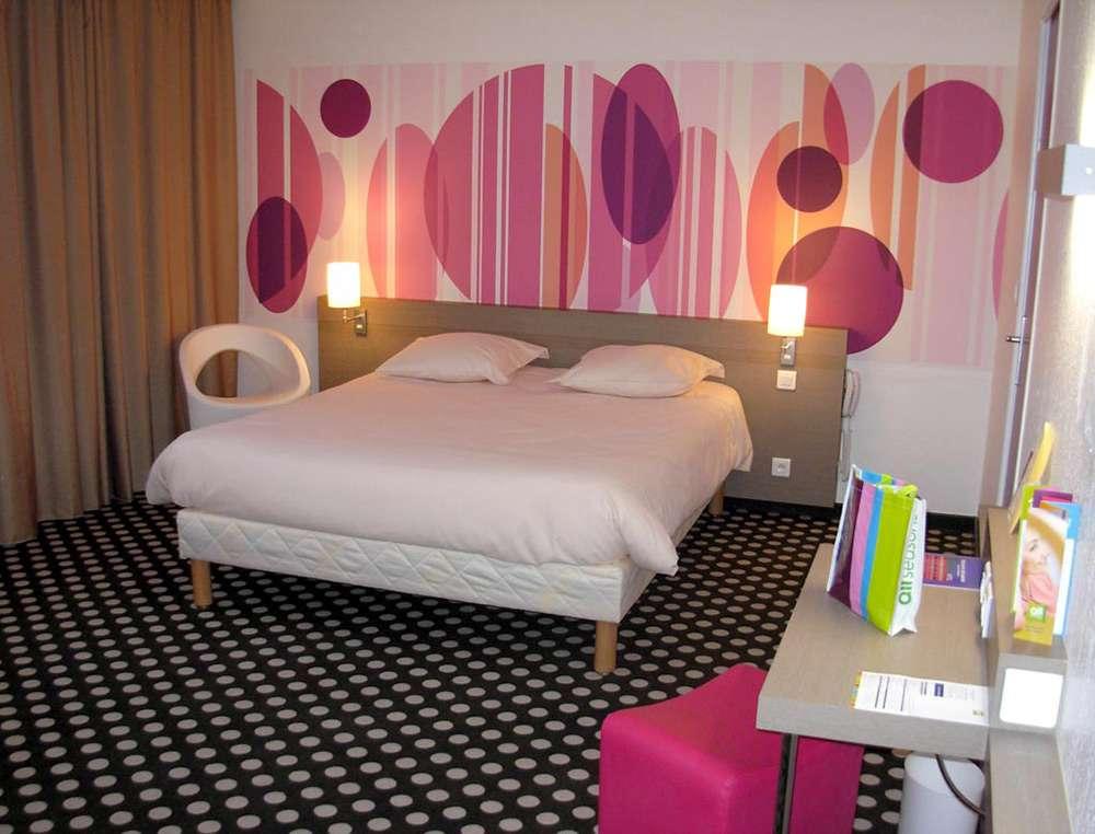 """Романтический стиль в оформлении интерьера для спальни можно назвать """"девчачьим"""""""