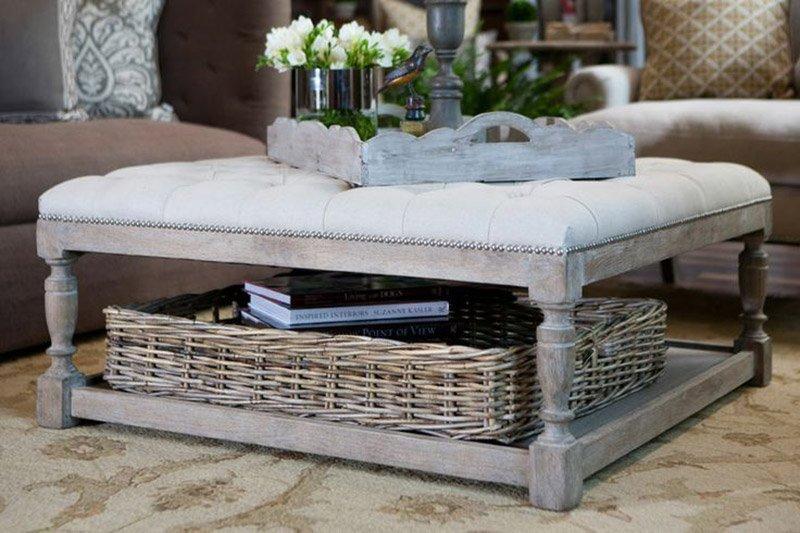 Плетеная корзинка и журнальный столик