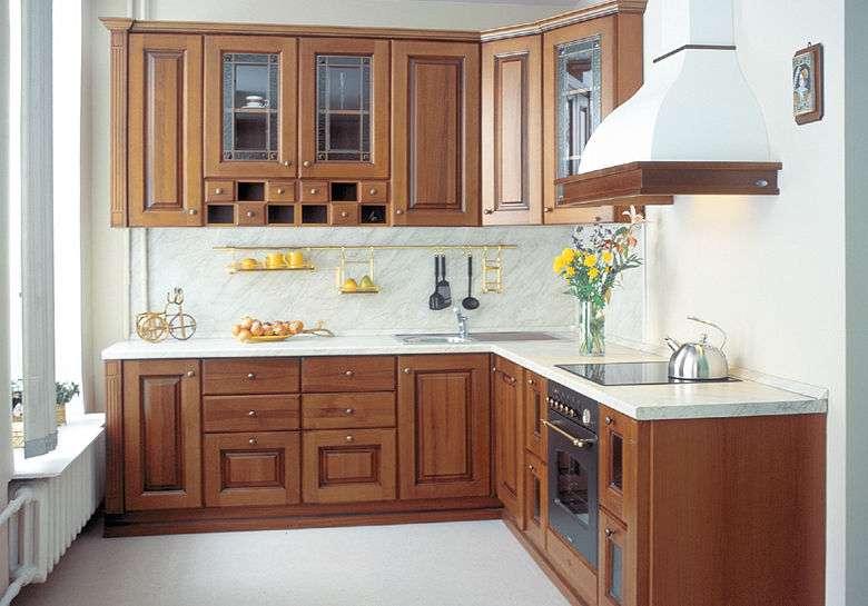 Угловой кухонный гарнитур: планировка, примеры и фото