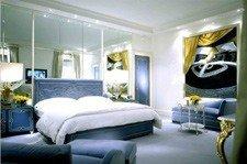 Зеркала в оформлении интерьера спальни