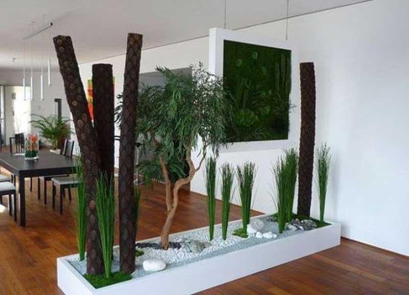 Зоны отделяются композицией из высоких растений