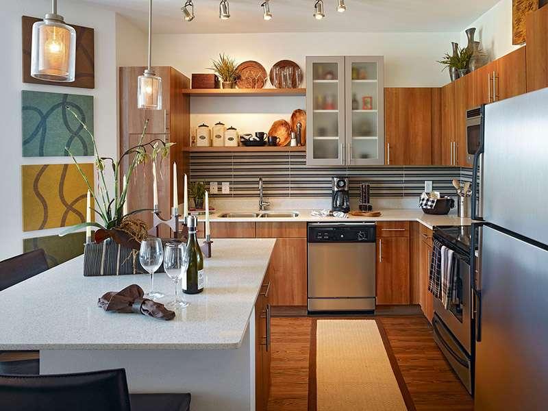 Кухонные настенные полки открытого типа