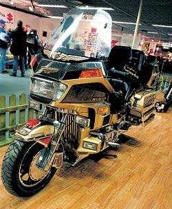 Норвежский ламинат такой прочный, что по нему можно ездить на мотоцикле