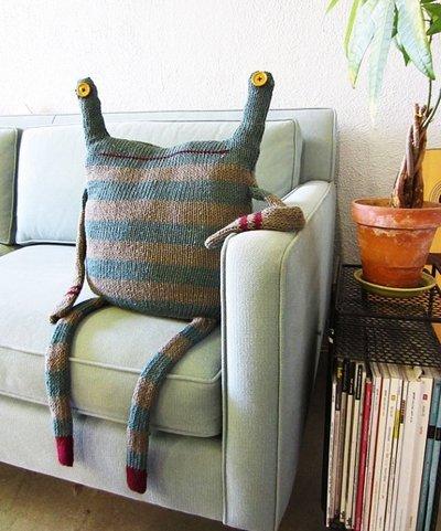 Beast-Pillow-designrulz-00