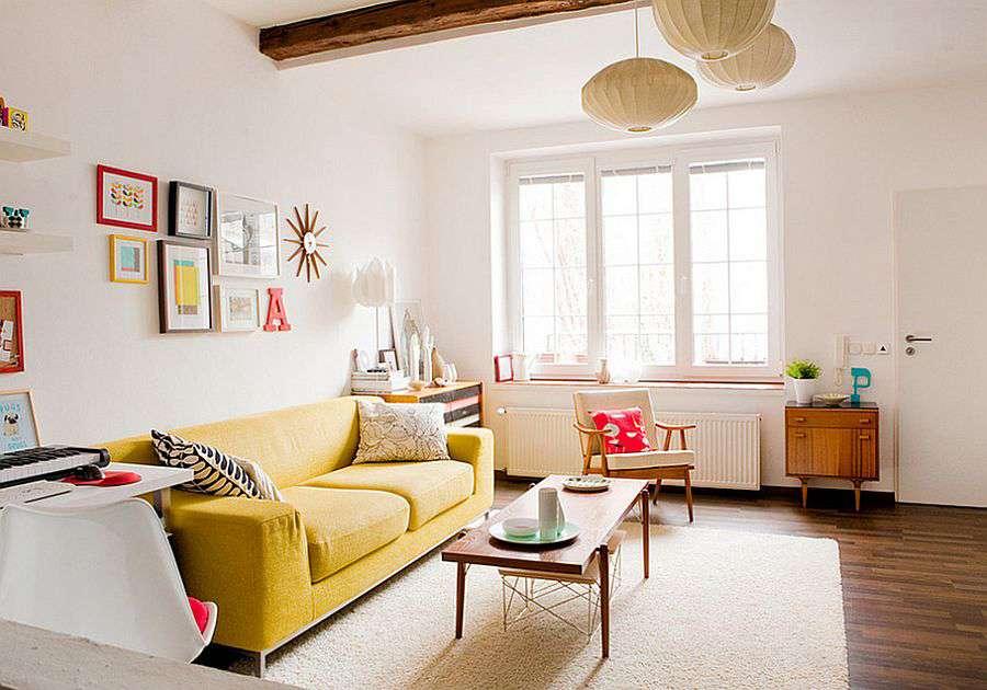 Яркий диван - необычно для скандинавского стиля в интерьере