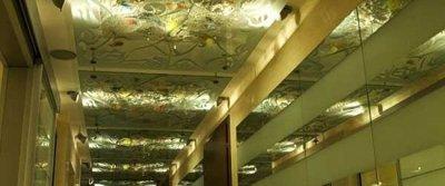 Зеркальный подвесной потолок – особенности видов и монтаж