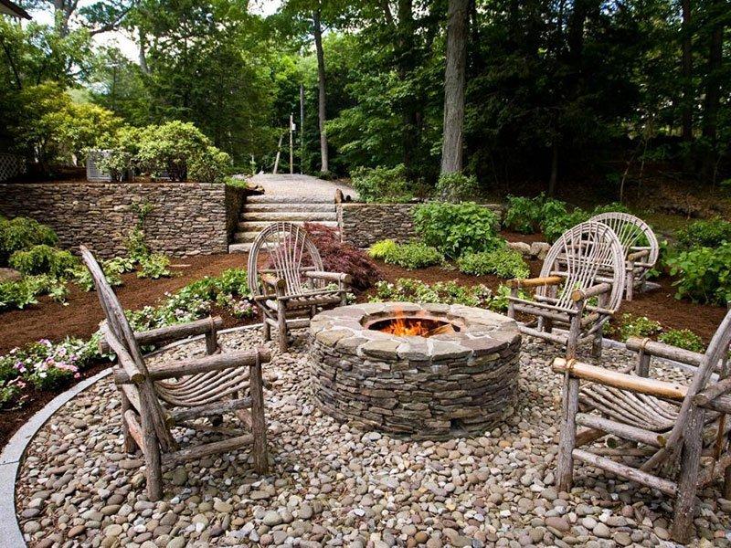 Садовая мебель как посадочные места вокруг кострища фото 2