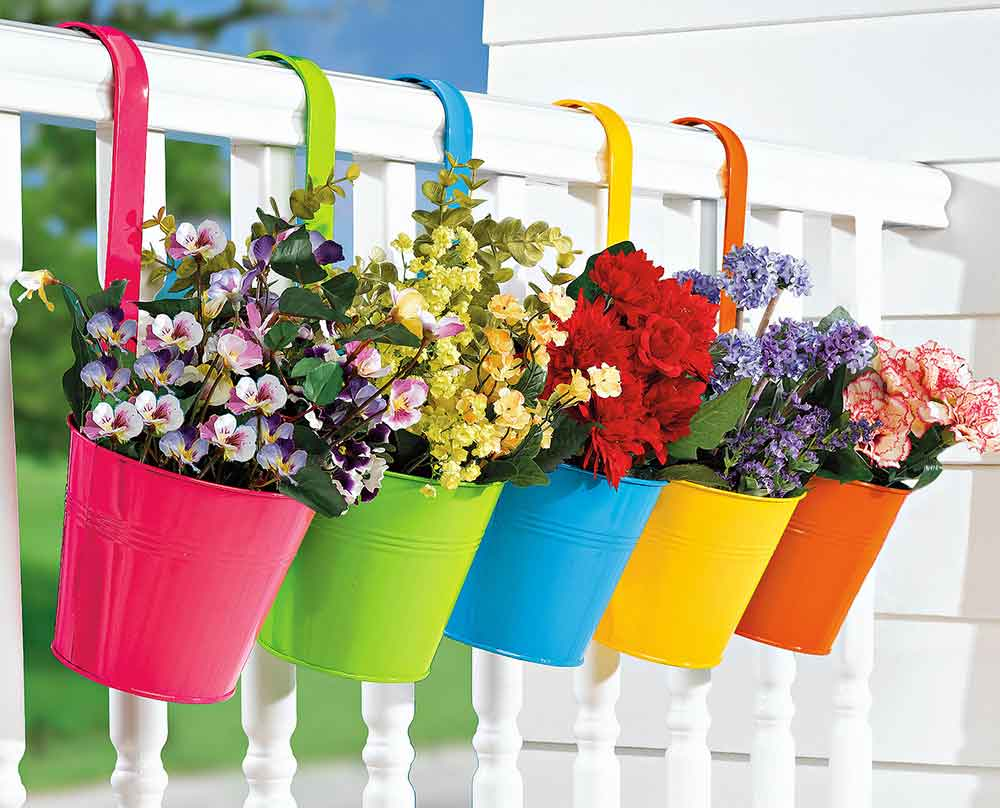 bright-colorful-hanging-aluminium-Brylanehome-Bucket-Brigade-Fence-Top-Pot-Flower-Planters