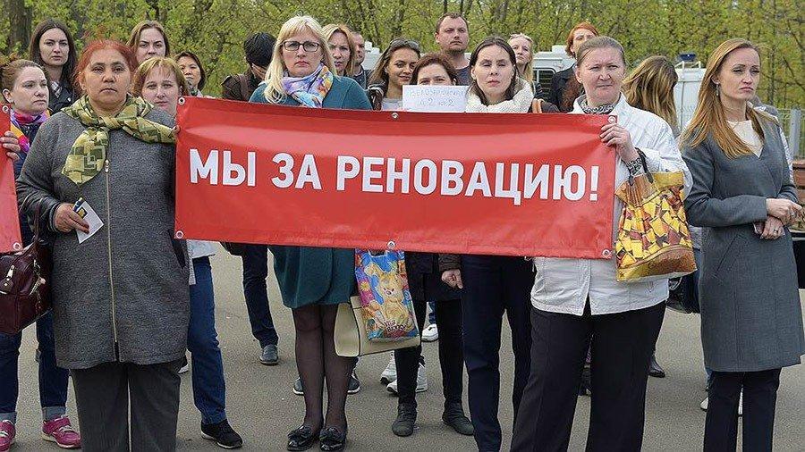 Москвичи через суд добиваются включения в программу реновации 20 домов