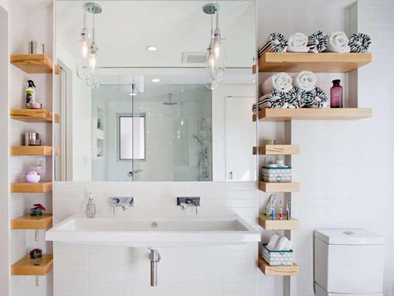 Интересный дизайн настенных полок в ванной комнате