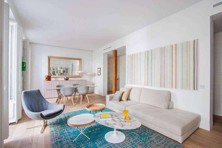 Яркие акценты на полу и стене - то, что надо для скандинавского стиля в интерьере