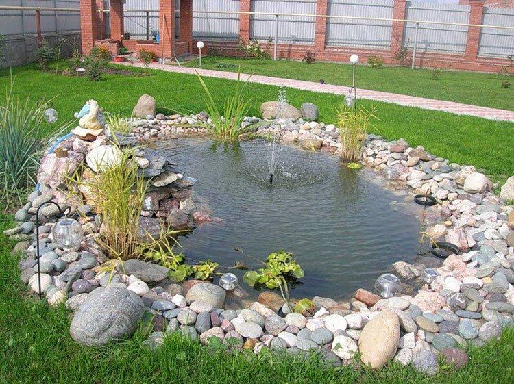 Декоративный пруд на даче фото 13