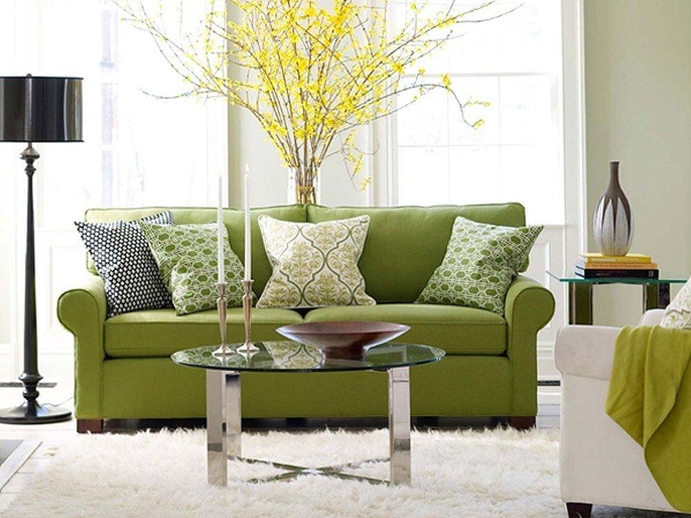 Декоративные подушки в интерьере в гармонии с обивкой мебели