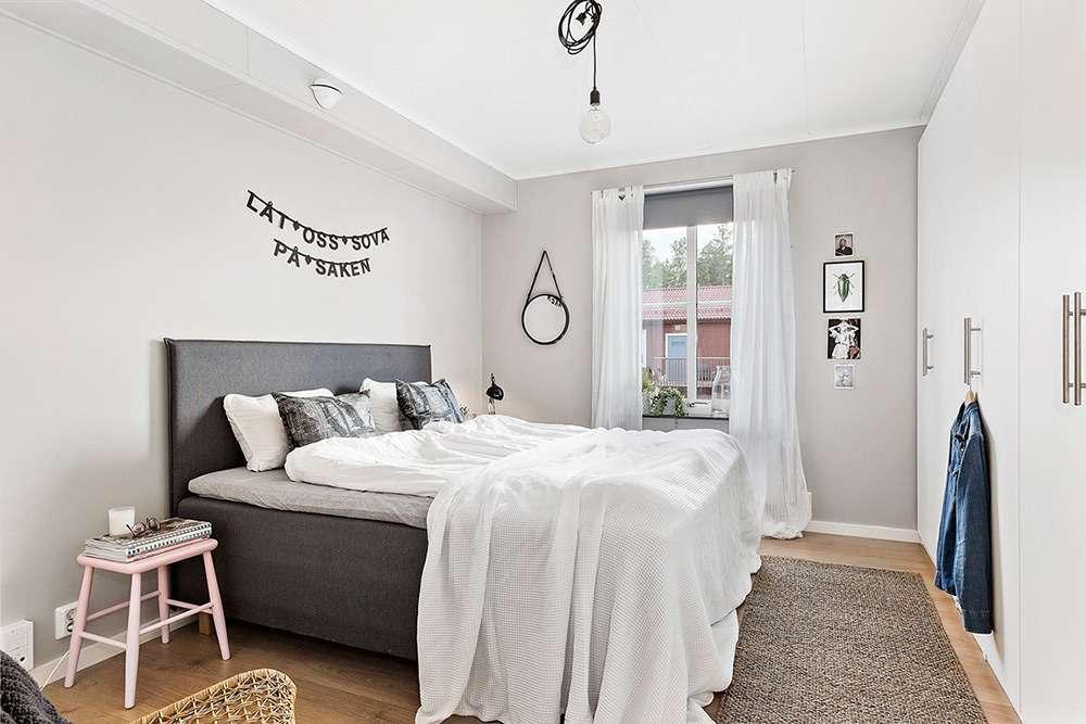 Интерьер спальни в стиле минимализм в белом цвете