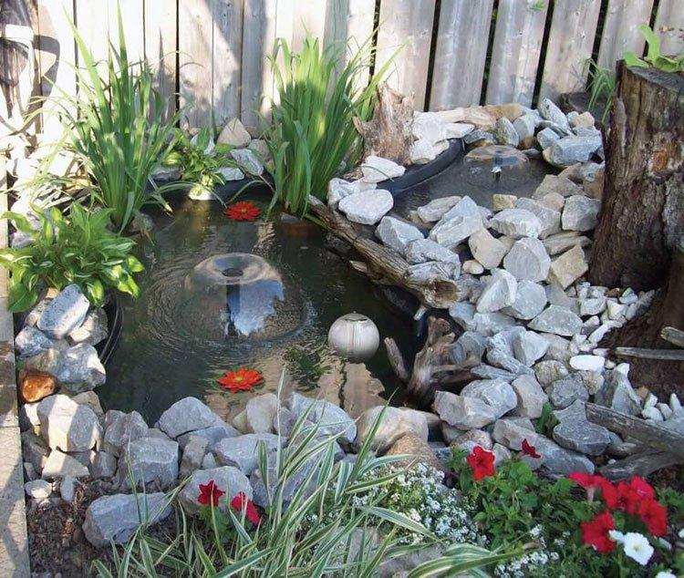 Декоративный пруд на даче фото 6