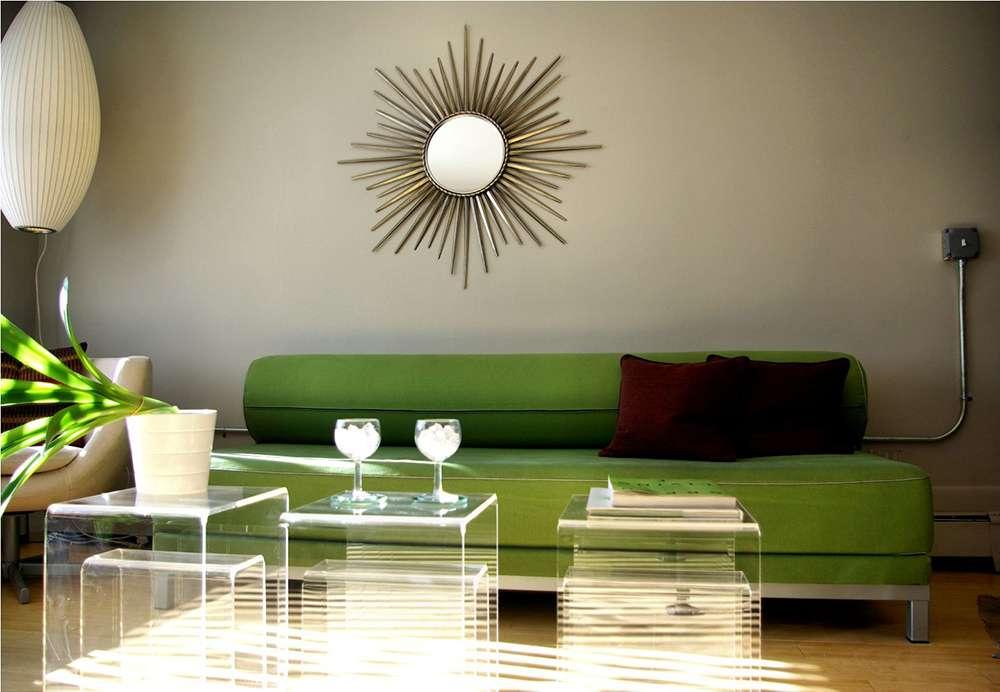 Зеленый диван  в интерьере в стиле модерн