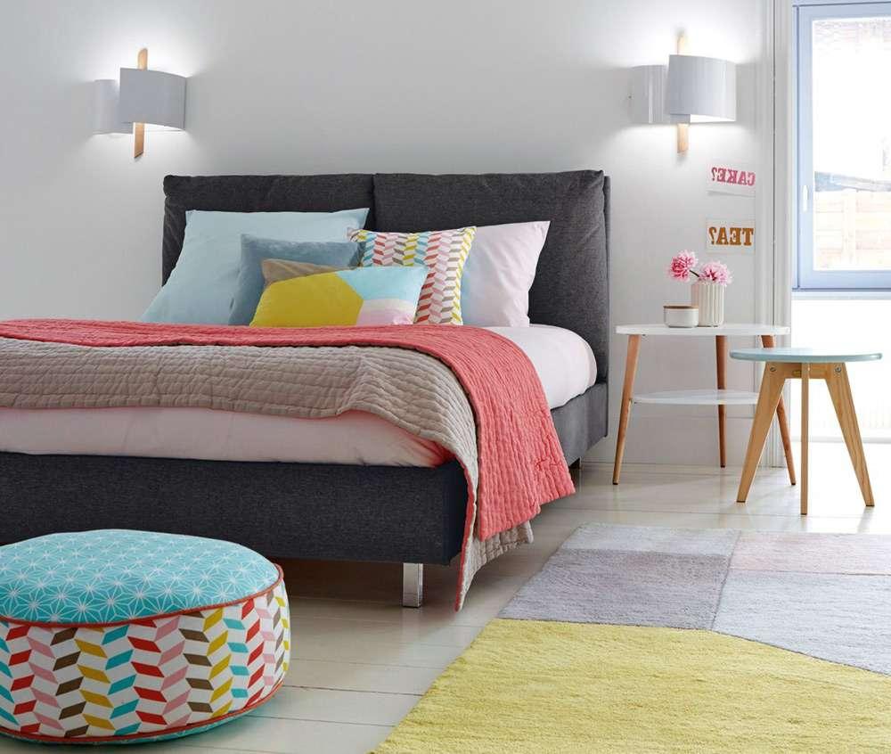 Интересное сочетание цветов в интерьере современной спальни