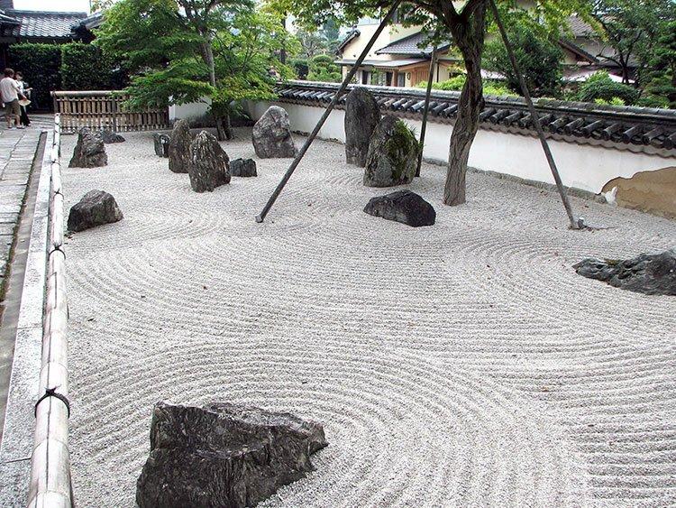 Сад камней на даче фото 1