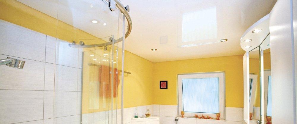 Какой сделать потолок в ванной: натяжной, реечный или зеркальный