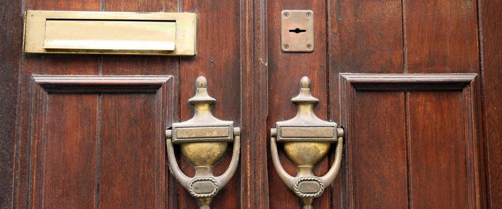 Старые двери, старые деревянные двери, реставрация старой двери