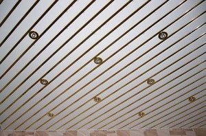 Реечные подвесные потолки. Преимущества и недостатки.