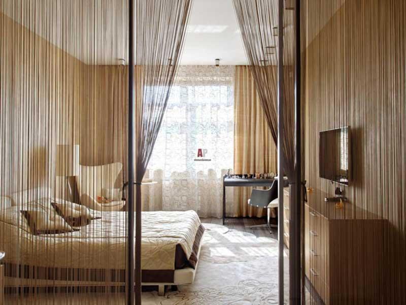 Зонирование комнаты с помощью занавесок из нитей