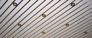 Реечный подвесной потолок.  Устройство, преимущества и недостатки